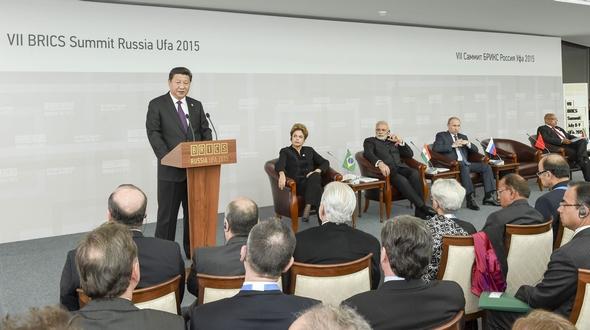 Си Цзиньпин принял участие в диалоге между лидерами стран БРИКС и представителями Делового совета БРИКС