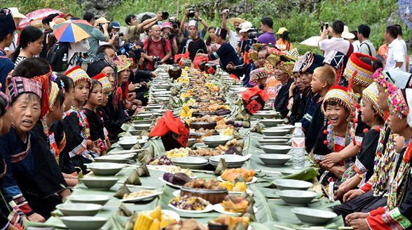 Представители народности Яо отмечают праздник Чжучжу