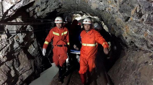 Спасены все 11 шахтеров, заблокированных в результате обвала на шахте в провинции Юньнань