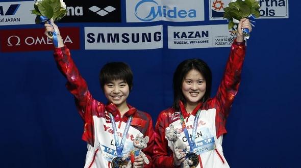 Чэнь Жолинь и Лю Хуэйся завоевали 'золото' в синхронных прыжках в воду с 10-метровой вышки на чемпионате мира