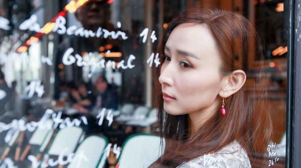 Очаровательная актриса Ху Цзин