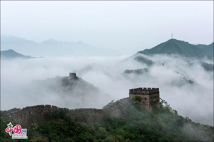 Участок Великой китайской стены Цзиньшаньлин после дождя