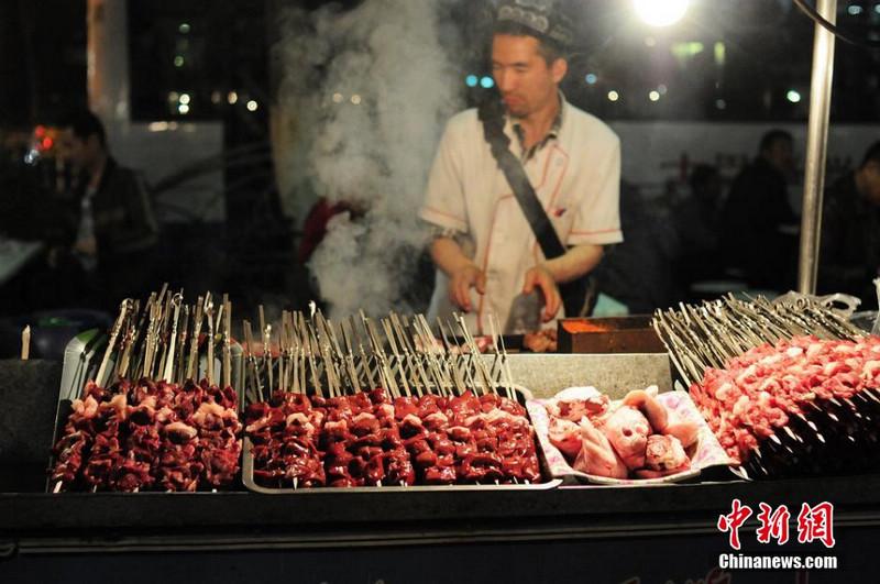 Пик туризма в Синьцзяне стимулировал рост расходов