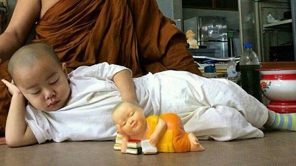 Маленький монах из Таиланда обрел популярность в китайском интернете
