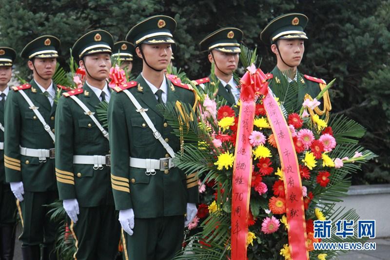 Офицеры и солдаты КПП Суйфэньхэ вместе с ветеранами из Китая и России почтили память «русской посланницы мира»