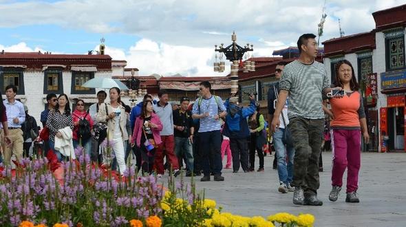 Тибет в настоящее время встречается со своем самым лучшим туристическим сезоном