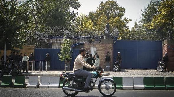 Великобритания и Иран возобновили деятельность посольств