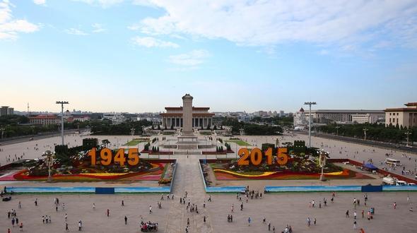 Завершились на площади Тяньаньмэнь декоративные работы в честь 70-й победы в Войне сопротивления китайского народа японским захватчикам