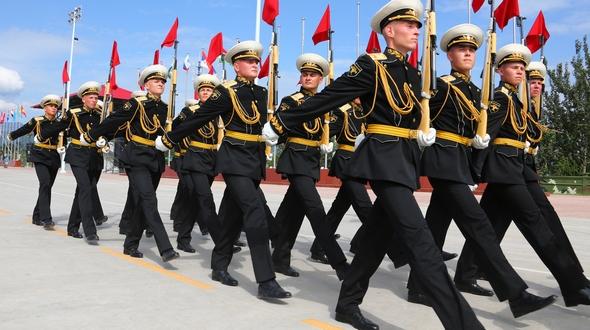 Парад в Пекине: напряженные тренировки иностранных парадных расчетов под палящим солнцем в объективах корреспондентов
