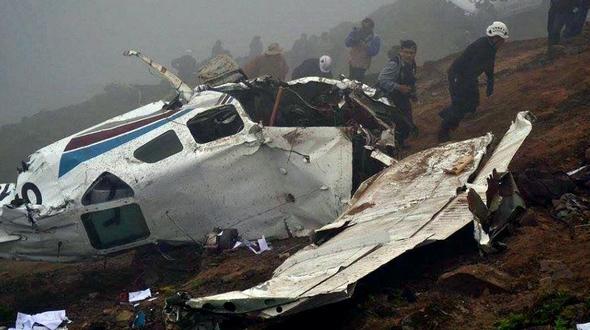 Легкий самолет потерпел крушение в горном районе недалеко от столицы Перу, погибли трое человек