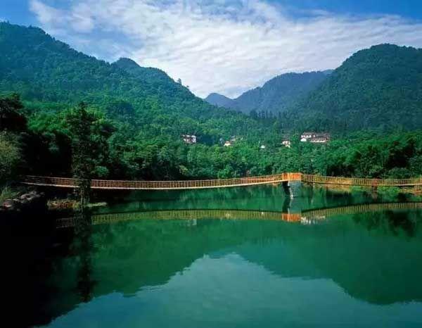 Горы Эмэйшань – прекрасное место, чтобы насладиться летом