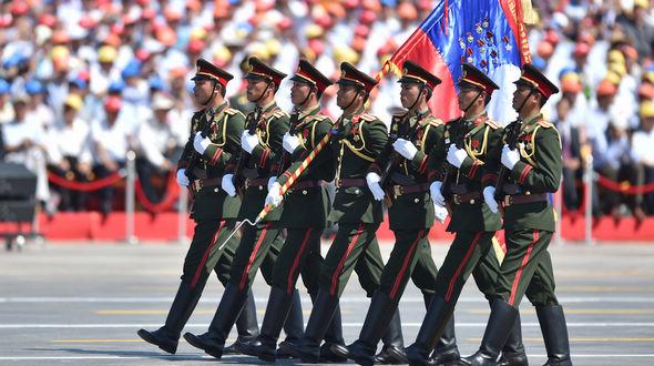 Мимо трибун проходит делегация Народной армии Лаоса