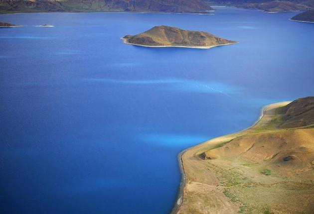 Тибетское озеро Янху с высоты птичьего полета