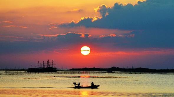 Озеро Хунцзэху на закате