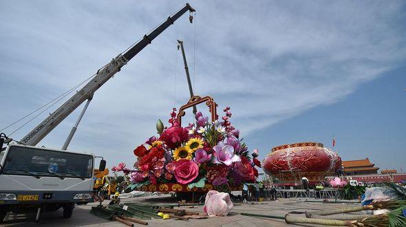 Огромная цветочная корзина украсит площадь Тяньаньмэнь к 66-летию образования КНР