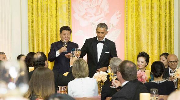 Си Цзиньпин с супругой Пэн Лиюань присутствовали на приеме, устроенном Б. Обамой в их честь