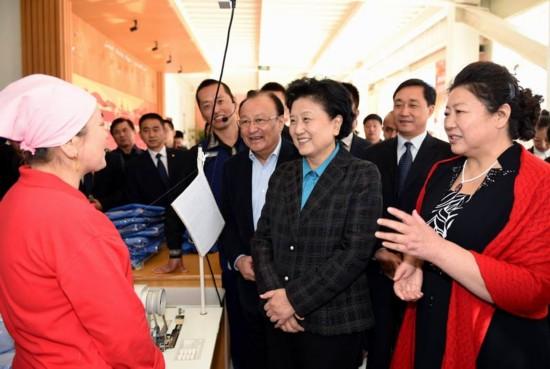 Лю Яньдун и часть членов делегации центральных властей КНР встретилась с кадровыми работниками и населением Или-казахского автономного округа
