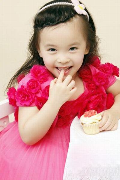 Красивые дочери знаменитостей (24 фото)