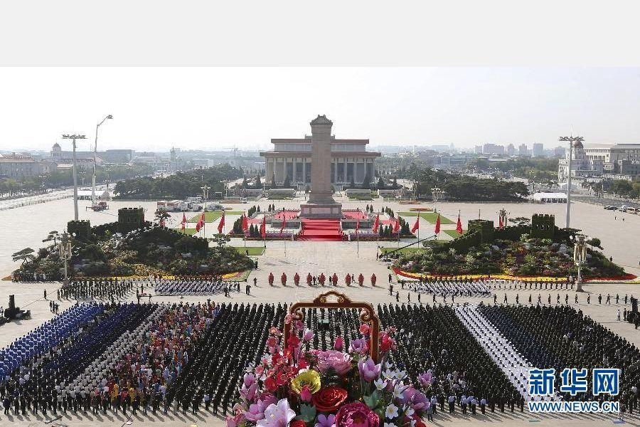 На площади Тяньаньмэнь почтили память павших героев