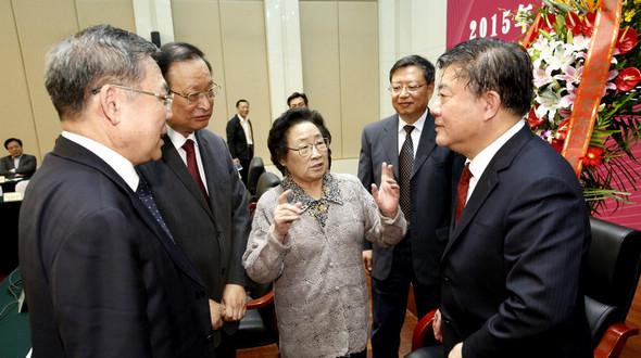 В Пекине состоялась беседа, посвященная получению Ту Юю Нобелевской премии 2015 года по физиологии или медицине