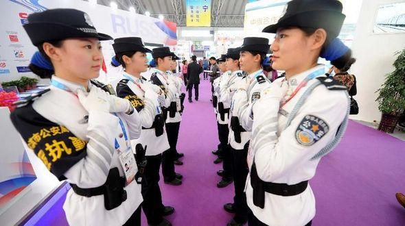 Красивые женщины-полицейские на Втором китайско-российском ЭКСПО