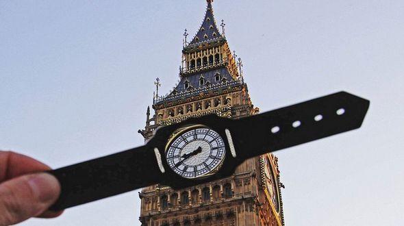 Британец с помощью вырезок из бумаги по-новому взглянул на достопримечательности Лондона