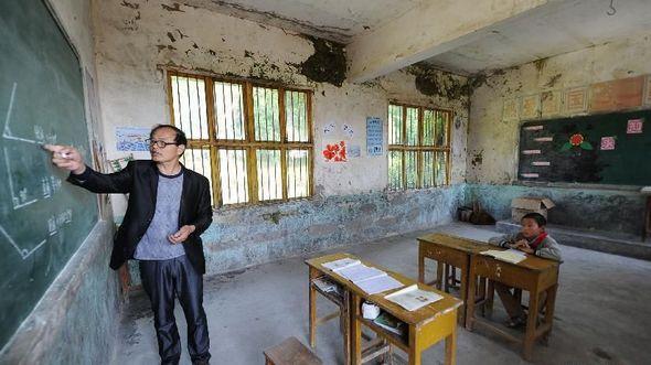 Один учитель и один ученик -- история опустевшей деревенской школы