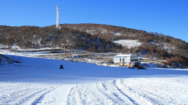 По горнолыжных курортах уезда Чунли провинции Хэбэй начался первый лыжный сезон в преддверии зимней Олимпиады-2022