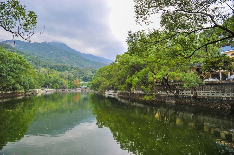 Гора Лофушань в провинции Гуандун