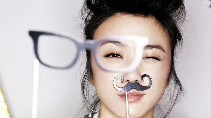 Тан Вэй в модных снимках с оригинальным стилем
