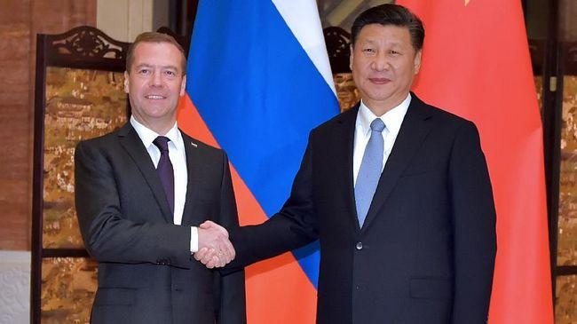 Си Цзиньпин встретился с Д.Медведевым