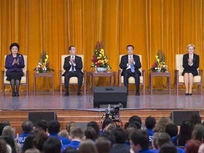 Ли Кэцян и Д.Медведев приняли участие в церемонии открытия перекрестных Годов обменов между китайскими и российскими СМИ