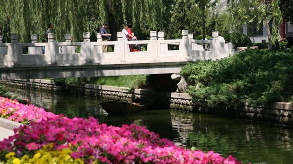 Парк у канала Чанпухэ в Пекине