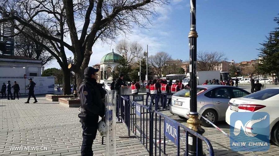 Как минимум 10 человек погибли еще 15 пострадали в результате взрыва в Стамбуле