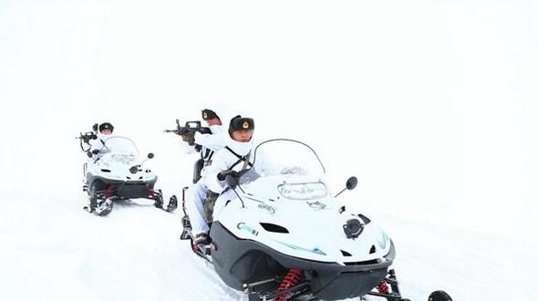 В Синьцзяне для пограничного патруля используются снегоходы