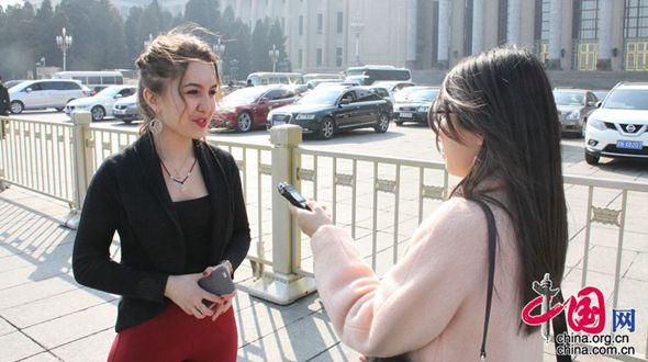 Студентка из Узбекистана следит за «двумя сессиями»