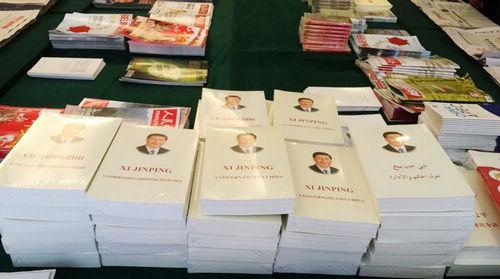 Книга «Си Цзиньпин о государственном управлении» по-прежнему остается одной из самых популярных на Двух сессиях