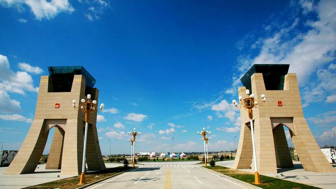 КПП Хоргос в Синьцзяне: китайские и иностранные предприниматели следят за «Двумя сессиями» Китая