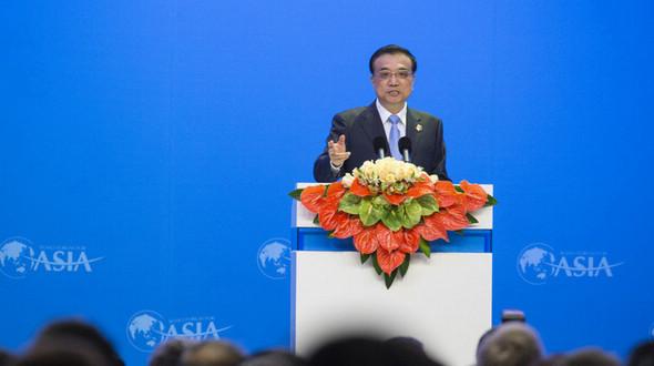 Китай будет поддерживать средневысокие темпы роста -- Ли Кэцян