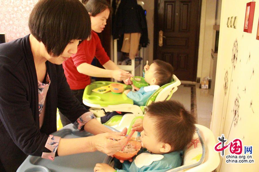 В последнее время, кормление детей – это настоящая головная боль для Хань Синьай, такое ощущение, что у них отвращение к пище.