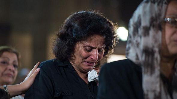 Родные и друзья жертв крушения египетского самолета молились
