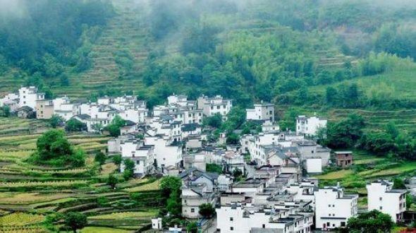 Древний поселок Уюань в дождливый день
