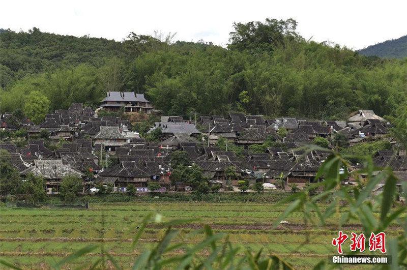Село Маньтань находится в Цзянчэн-хани-ийском автономном уезде городского округа Пуэр провинции Юньнань, является наиболее полно сохранившимся традиционным архитектурным комплексом народности Дай.