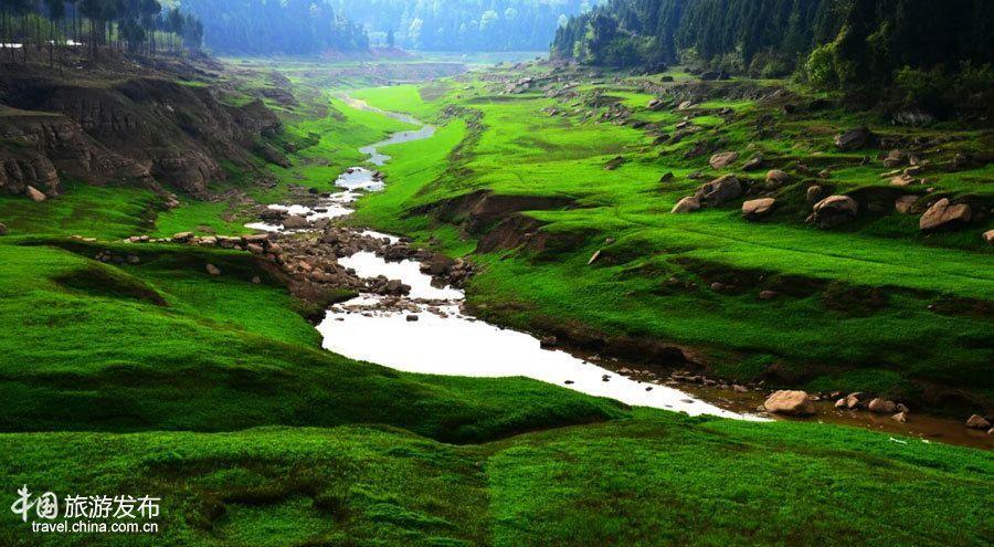 Очаровательный государственный парк водно-болотных угодий Болиньху в провинции Сычуань