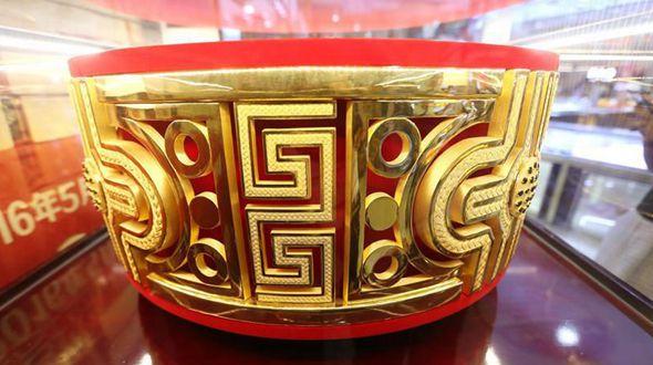 Гигантское золотое кольцо представили в Нанкине