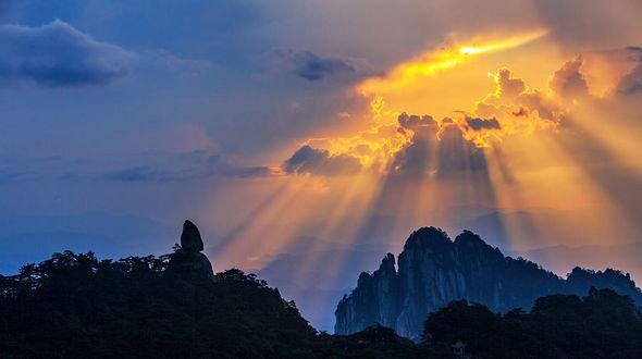 Восхитительные закаты в горах Хуаншань