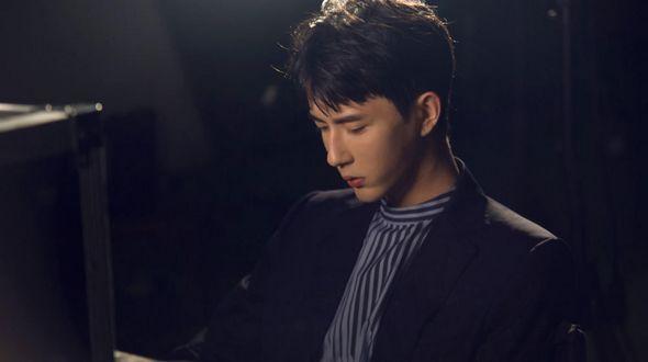 Фото красавчика Юй Мэнлуна для нового музыкального клипа