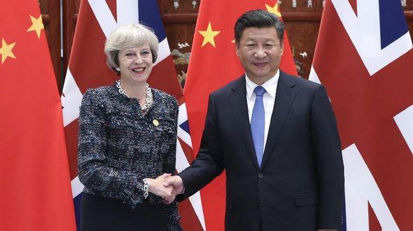 Си Цзиньпин встретился с премьер-министром Великобритании Терезой Мэй