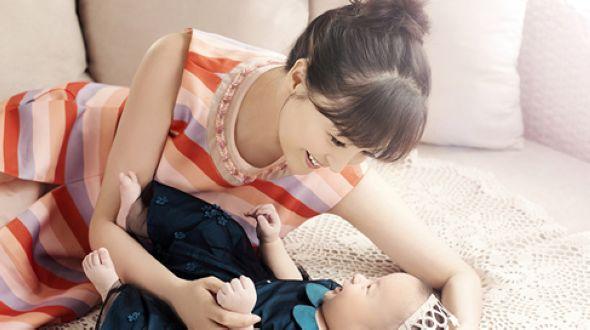 Новые фото Дай Цзяоцянь с дочкой