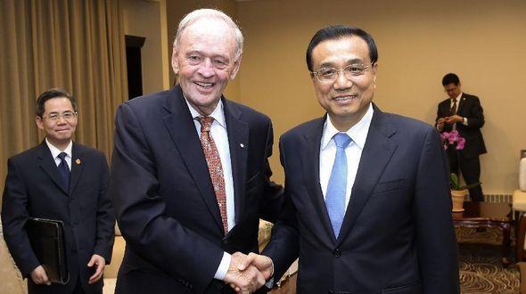 Ли Кэцян встретился с экс-премьером Канады Ж. Кретьеном